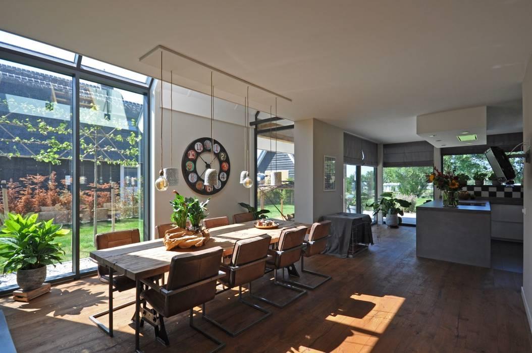 Schuurwoning:  Eetkamer door Bongers Architecten