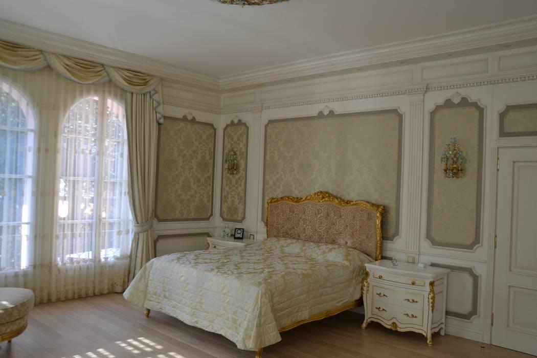 Camera da letto classica: Camera da letto in stile  di Turati Boiseries