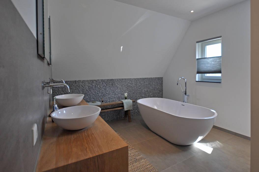Landelijke woning Landelijke badkamers van Bongers Architecten Landelijk
