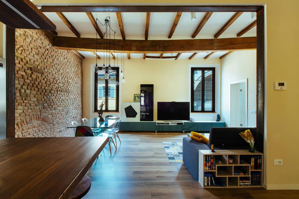 GTT: Soggiorno in stile in stile Rustico di COBE architetti