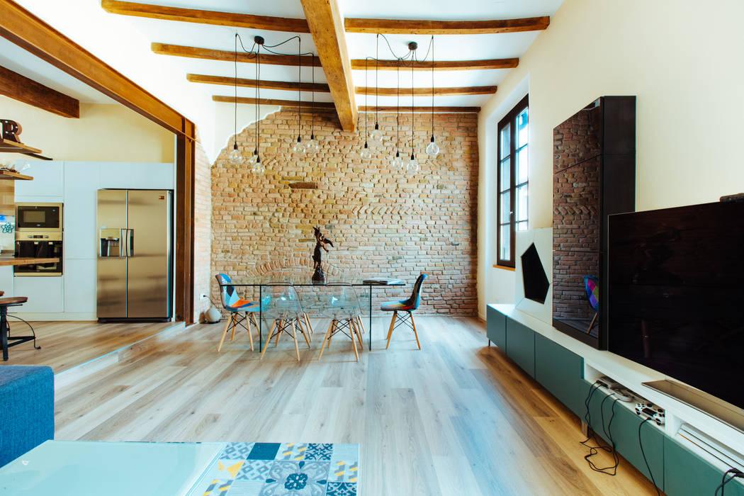 GTT: Sala da pranzo in stile in stile Rustico di COBE architetti