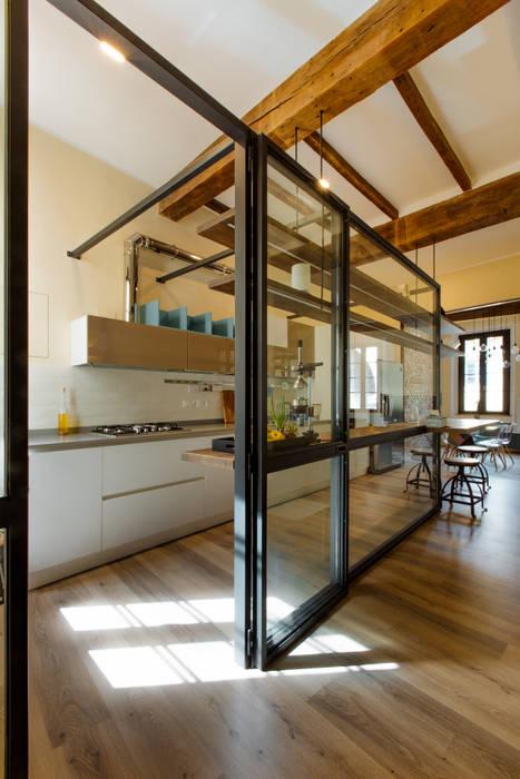 GTT: Cucina in stile in stile Classico di COBE architetti