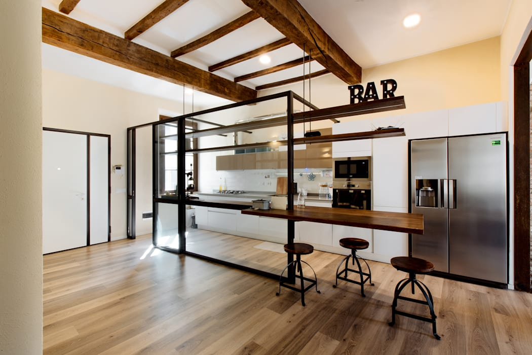 GTT: Cucina attrezzata in stile  di COBE architetti