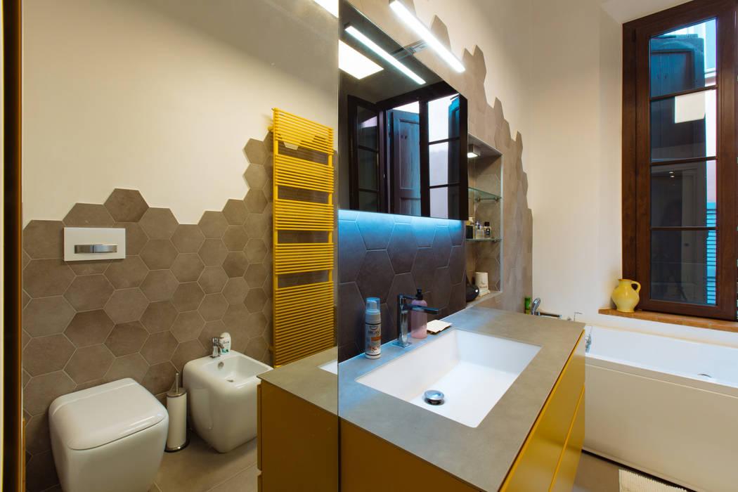 GTT: Bagno in stile  di COBE architetti