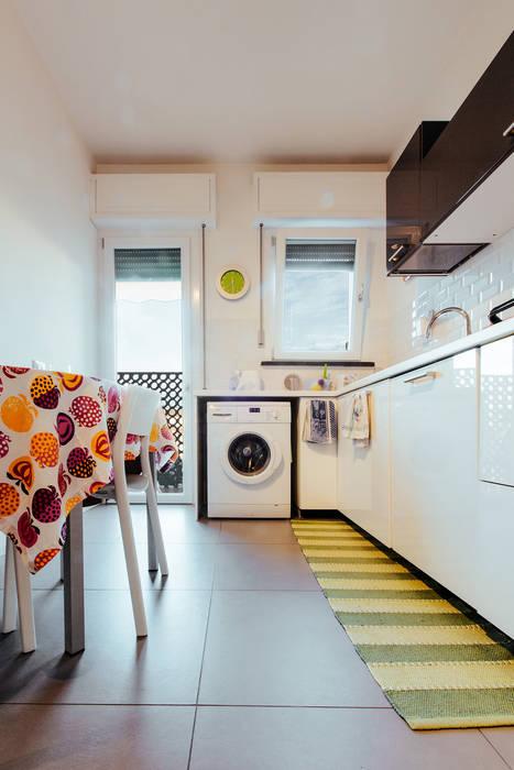 MCR: Cucina attrezzata in stile  di COBE architetti