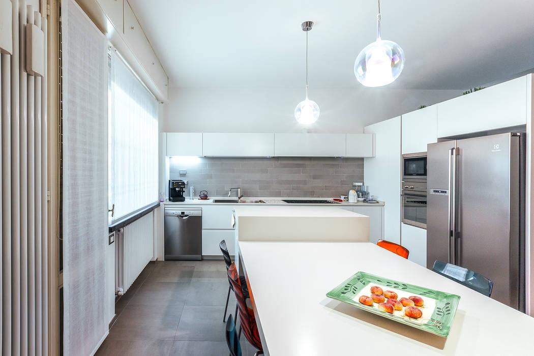 CAR: Cucina attrezzata in stile  di COBE architetti