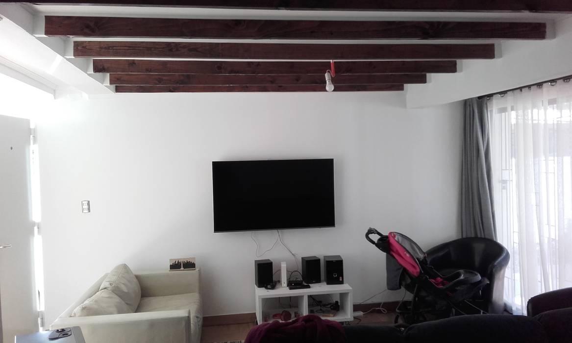 Interior Nuevo Living Livings de estilo moderno de DIEGO ALARCÓN & MANUEL RUBIO ARQUITECTOS LIMITADA Moderno