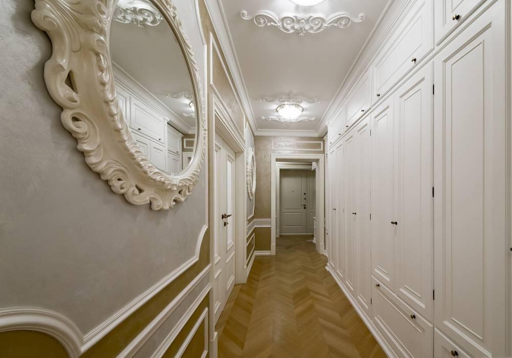 Corridoio: Ingresso & Corridoio in stile  di Turati Boiseries