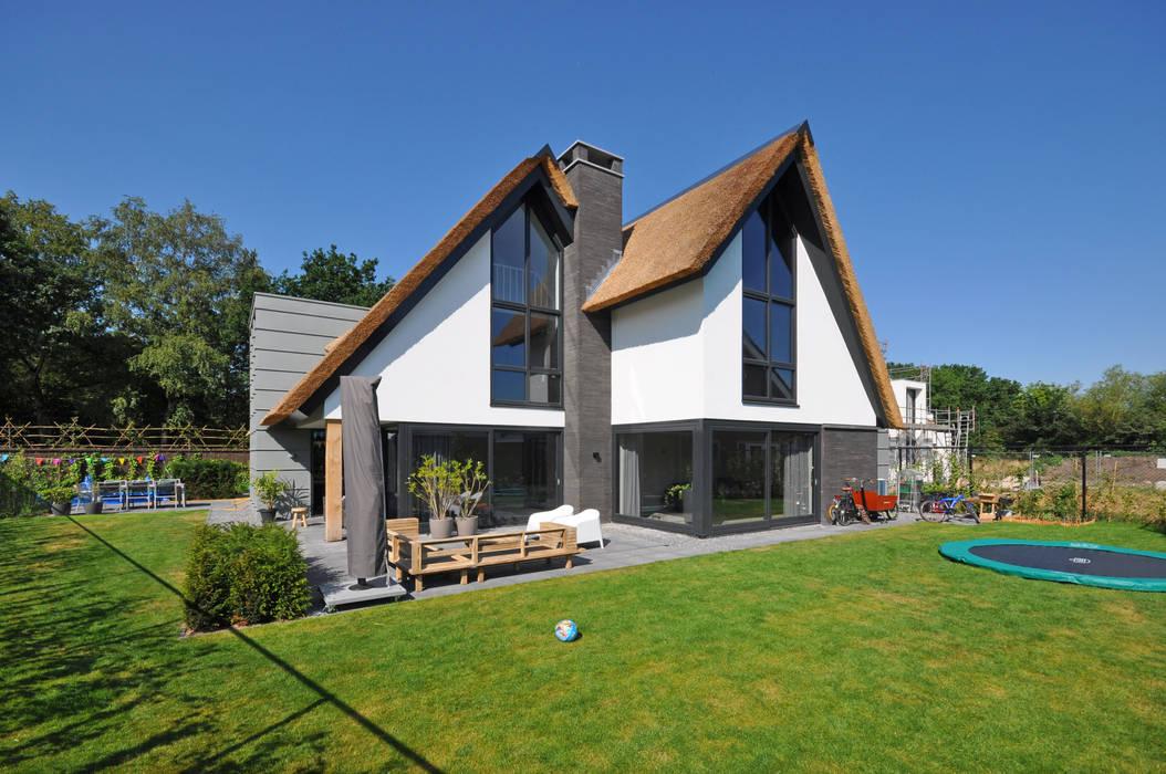 Villa Bavel:  Huizen door Bongers Architecten