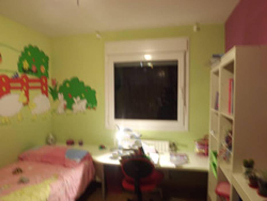 Dormitorio niña ANTES de Almudena Madrid Interiorismo, diseño y decoración de interiores Moderno