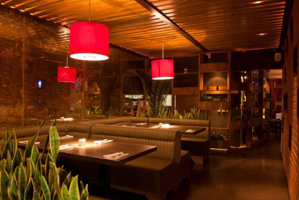 توسط DISEÑO DE BARES Y RESTAURANTES B&Ö Arquitectura, decoración, diseño de interiores y Muebles راستیک (روستایی) چوب Wood effect