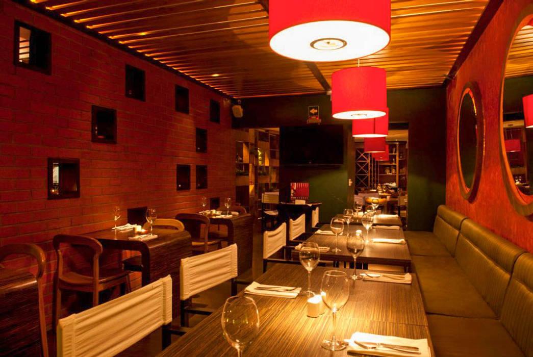 Rustic style gastronomy by DISEÑO DE BARES Y RESTAURANTES B&Ö Arquitectura, decoración, diseño de interiores y Muebles Rustic Bricks