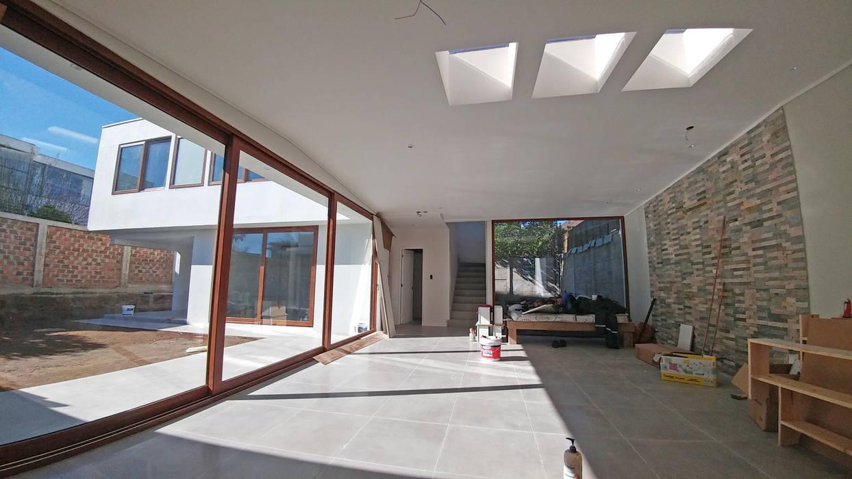 Casa Lomas De Montemar: Livings de estilo  por Lau Arquitectos