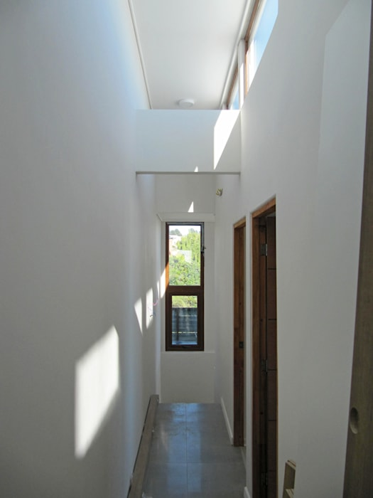 Casa Lomas De Montemar: Pasillos y hall de entrada de estilo  por Lau Arquitectos