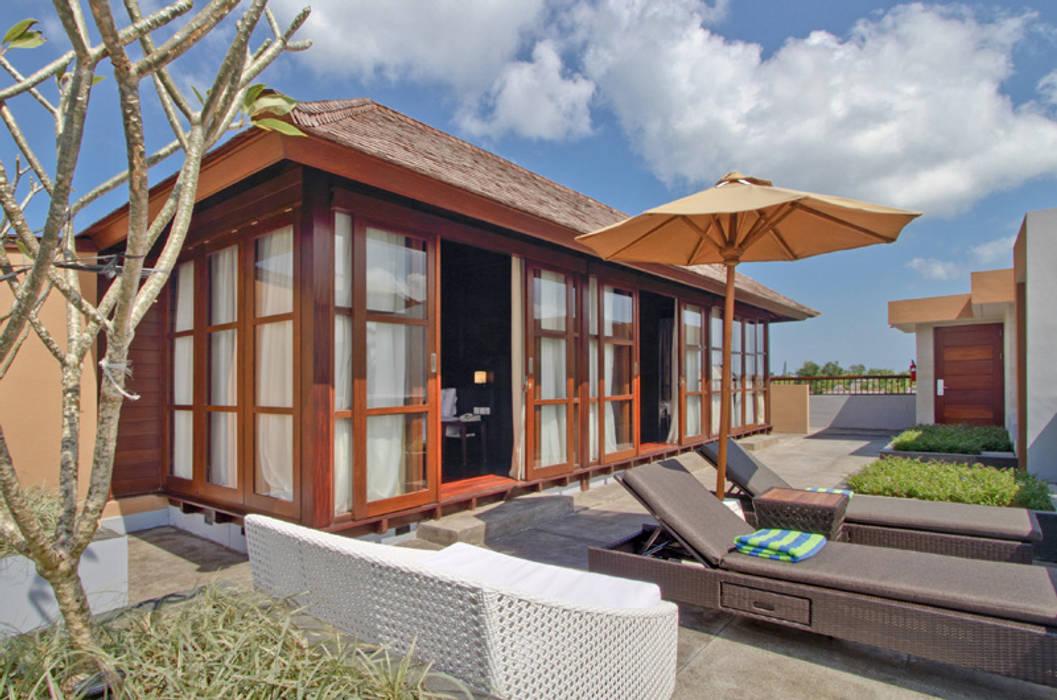 Casas de Madera Importada de Bali: Balcones y terrazas de estilo  de Ale debali study