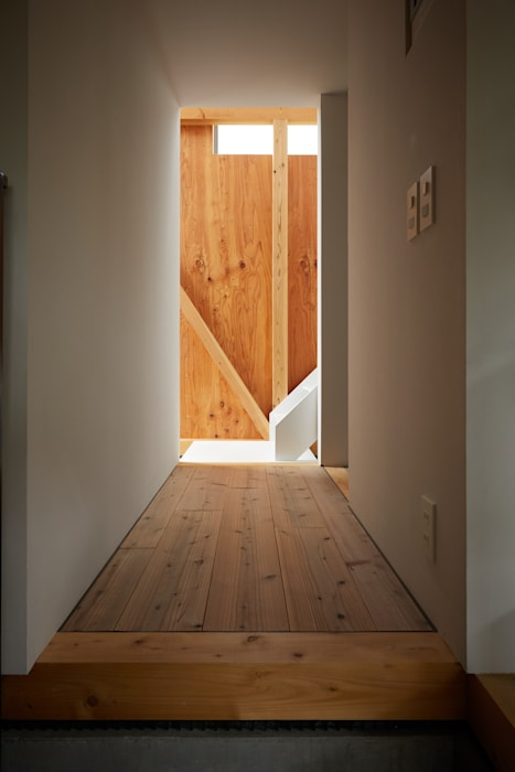Eclectic style corridor, hallway & stairs by Takeru Shoji Architects.Co.,Ltd Eclectic