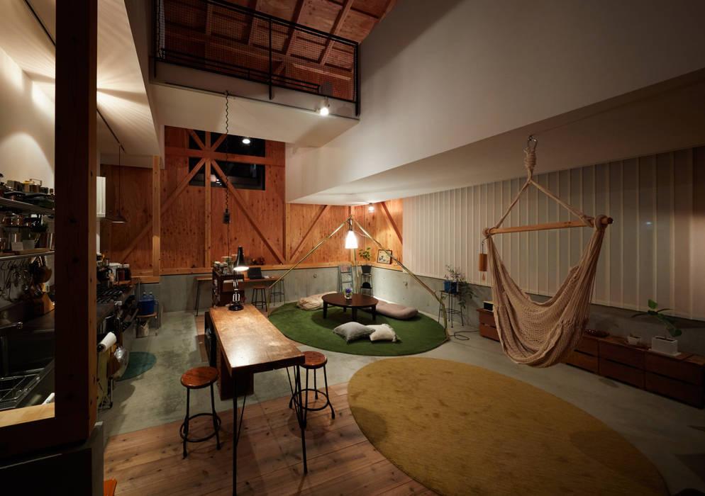m house: Takeru Shoji Architects.Co.,Ltdが手掛けたリビングです。,