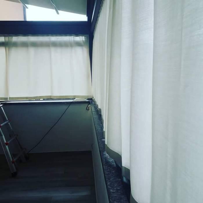 tendaggi: Terrazza in stile  di zinesi design