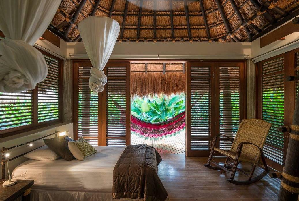 NOAH Proyectos SAS Tropical style bedroom Bamboo Wood effect