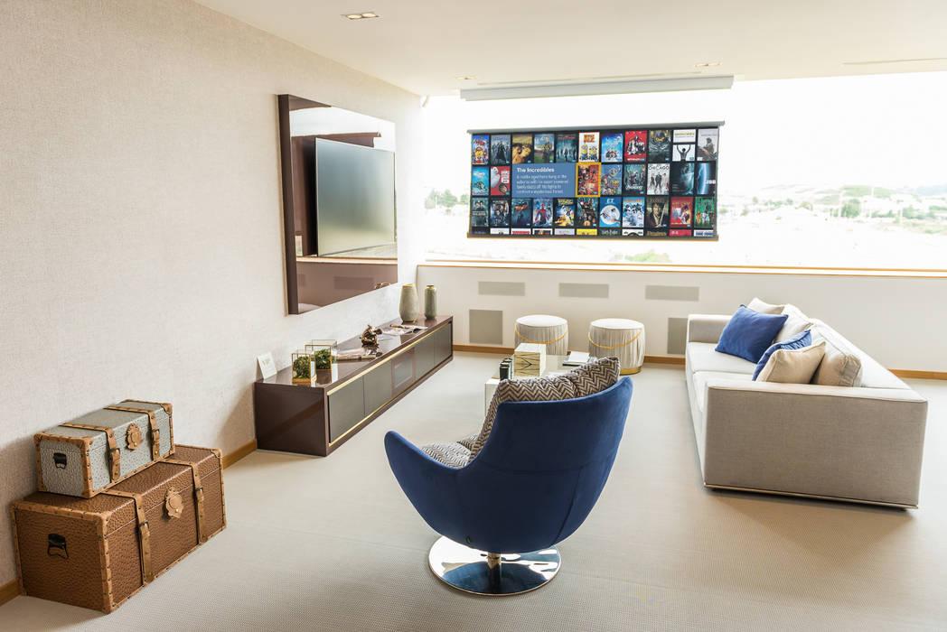 Salle multimédia de style  par dome4u - domotica -  integração - engenharia