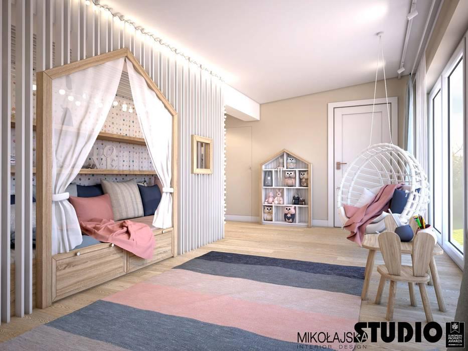 dziecięce królestwo: styl , w kategorii Pokój dla dziwczynki zaprojektowany przez MIKOŁAJSKAstudio
