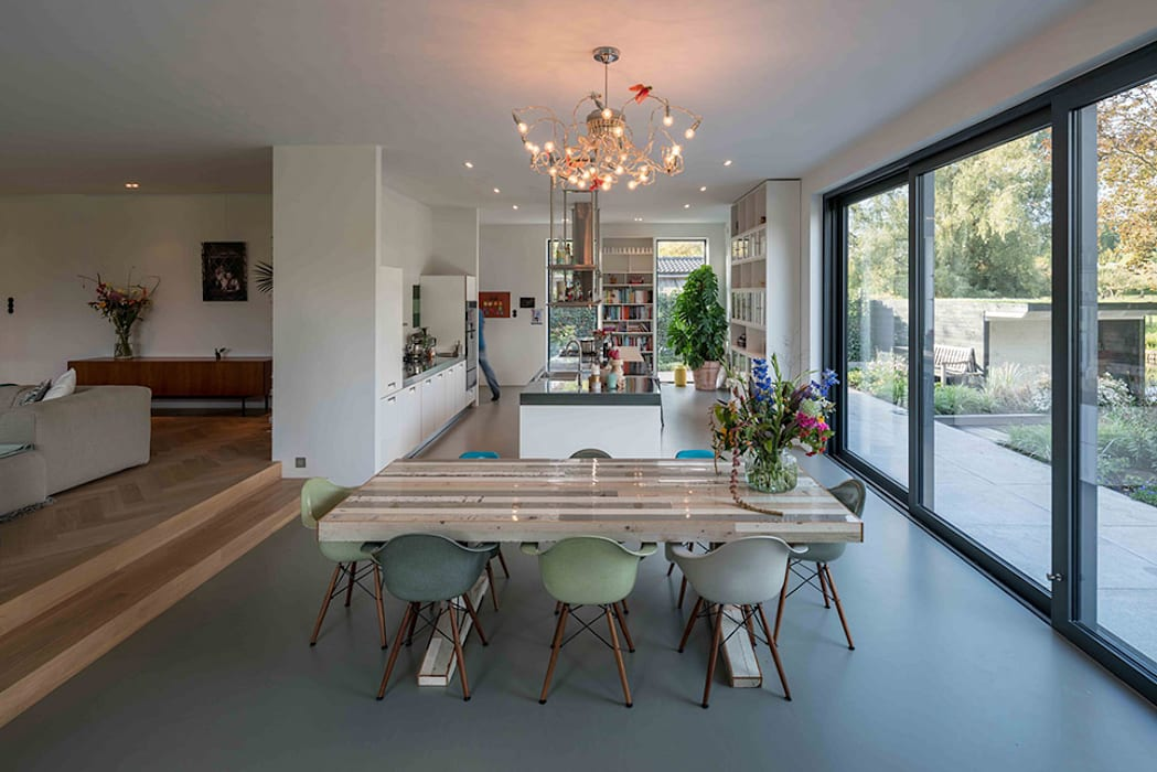 Nieuwbouw villa:  Eetkamer door Richèl Lubbers Architecten