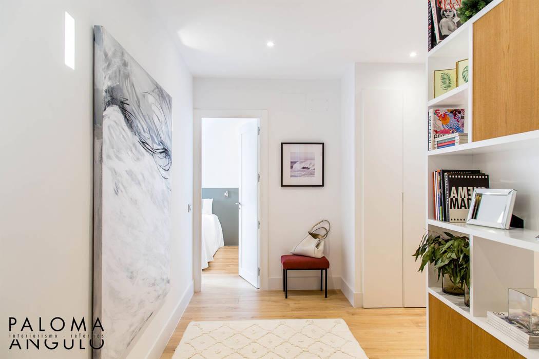 Couloir, entrée, escaliers modernes par Interiorismo Paloma Angulo Moderne Bois Effet bois