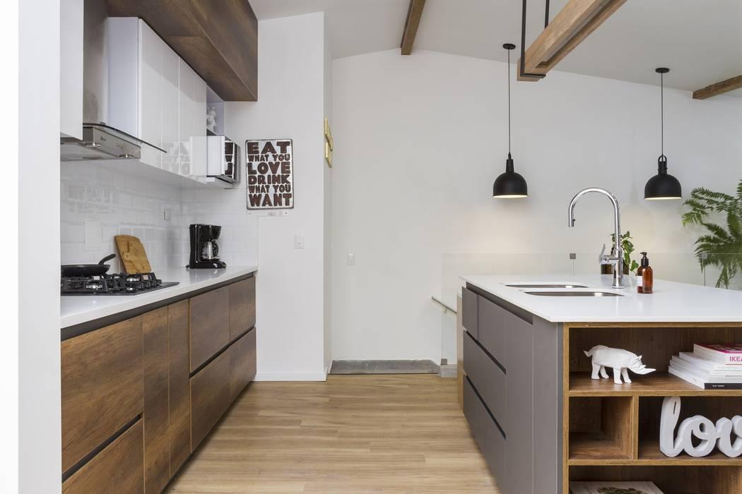 cocina casa laureles: Cocinas de estilo  por Adrede Diseño, Moderno Madera Acabado en madera