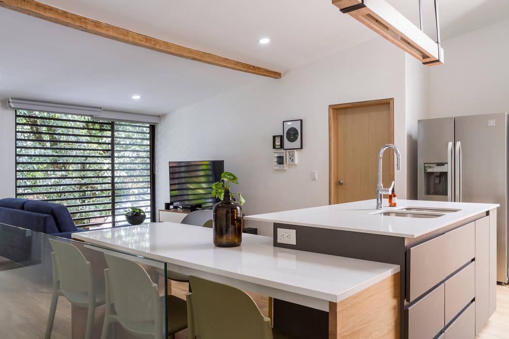 barra casa laureles: Cocinas de estilo  por Adrede Diseño, Moderno Aglomerado