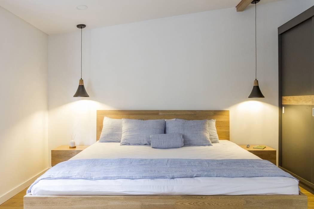 habitación casa laureles: Habitaciones de estilo  por Adrede Diseño