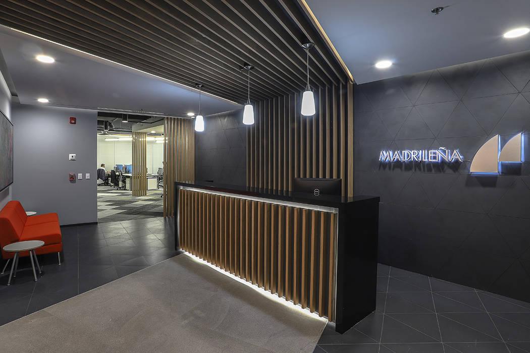 Modern style study/office by Eskema Modern