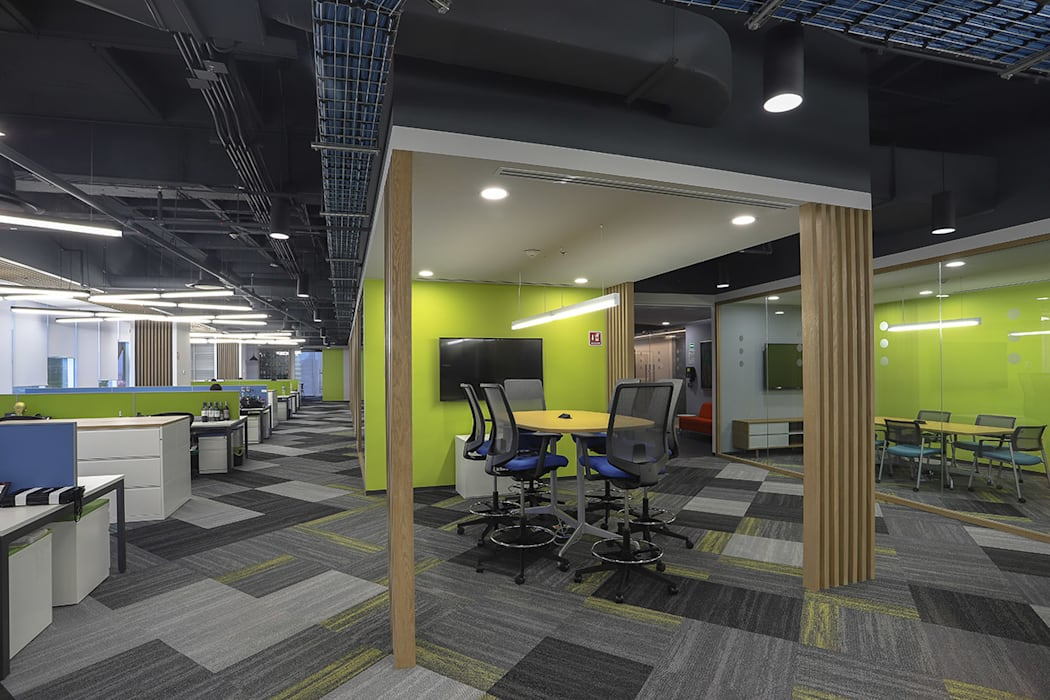 Modern study/office by Eskema Modern