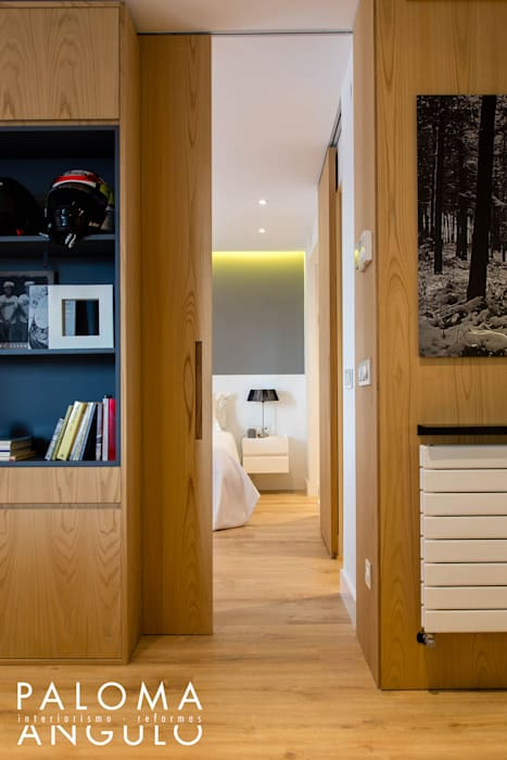 PUERTA DORMITORIO: Puertas de estilo  de Interiorismo Paloma Angulo,