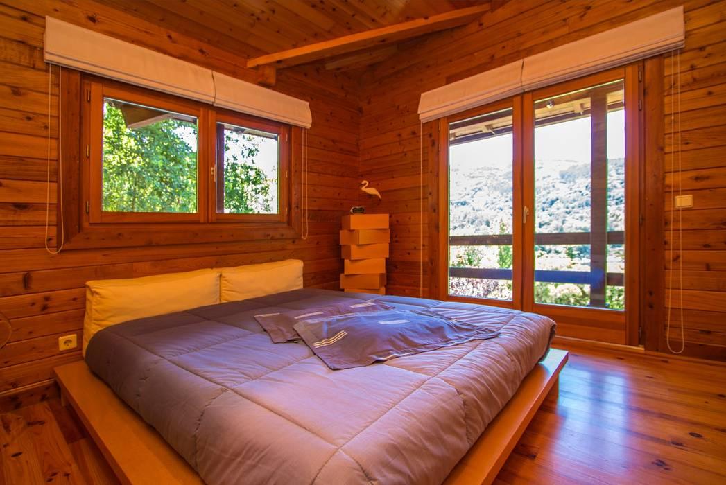 Dormitorios de estilo rústico de Rusticasa Rústico Madera maciza Multicolor