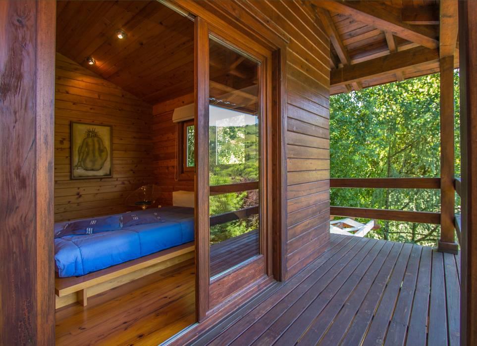 RUSTICASA | Casa unifamiliar | Valdozende Varandas, marquises e terraços rústicos por Rusticasa Rústico Madeira maciça Multicolor