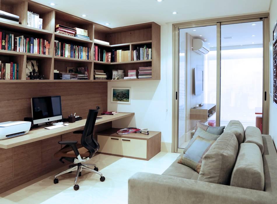Estudios y despachos de estilo moderno de Adriana Scartaris: Design e Interiores em São Paulo Moderno