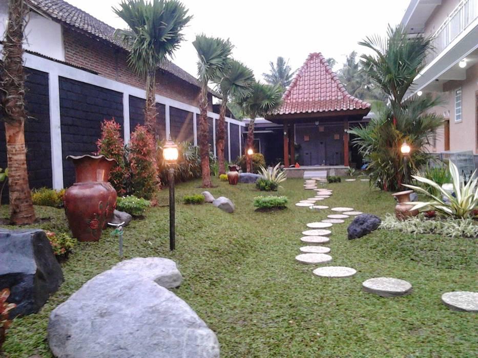 Taman Konsep Minimalis:  Ruang Komersial by Tukang Taman Surabaya - flamboyanasri