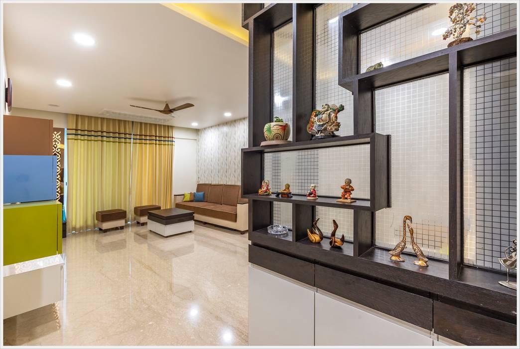 Pasillos, vestíbulos y escaleras de estilo moderno de GREEN HAT STUDIO PVT LTD Moderno