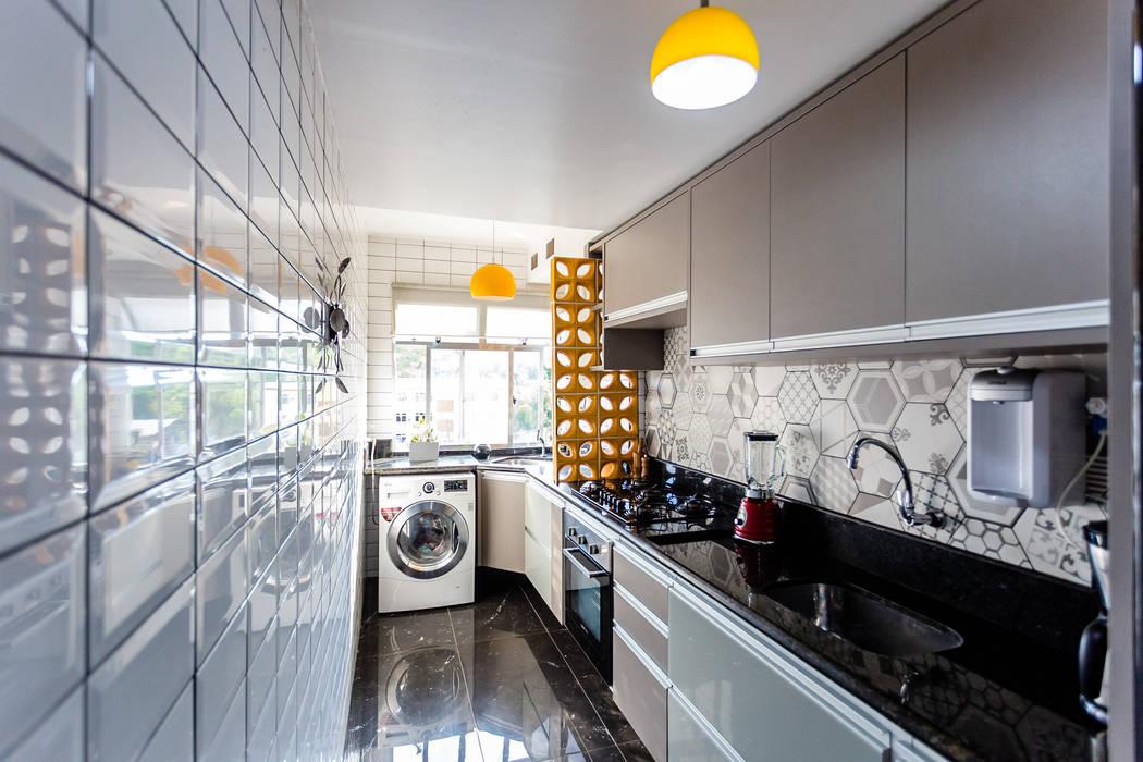 Cozinha corredor por Arquit&thai Moderno Granito