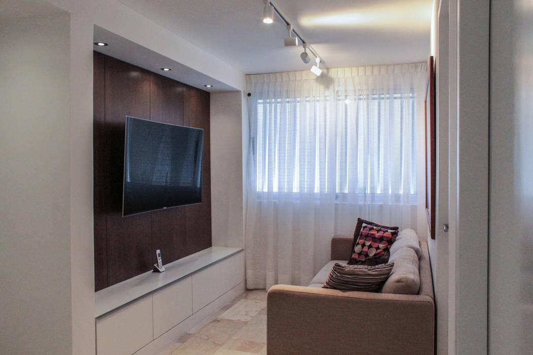 Apartamento en Chulavista: Salas de entretenimiento de estilo  por RRA Arquitectura, Minimalista Madera Acabado en madera