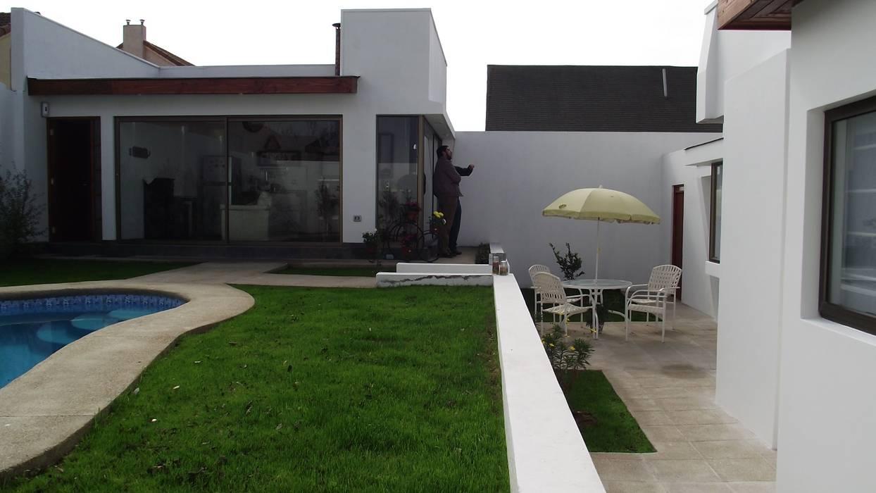 Jardines en la fachada de estilo  por Territorio Arquitectura y Construccion - La Serena , Moderno
