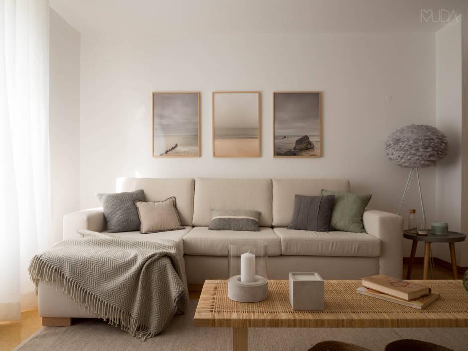 Sala   Depois: Salas de estar  por MUDA Home Design,Escandinavo