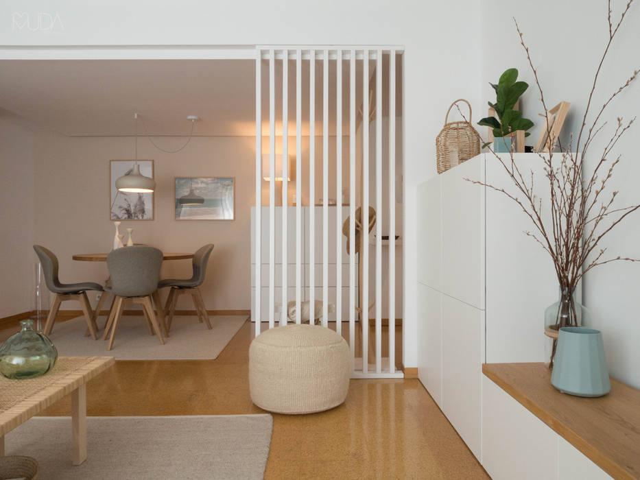 Skandinavische Wohnzimmer von MUDA Home Design Skandinavisch