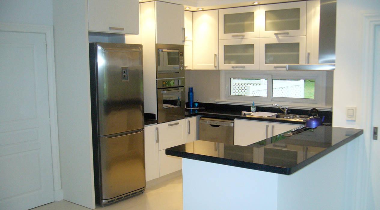 Casa Abril Club de Campo Cocinas modernas: Ideas, imágenes y decoración de ARQCONS Arquitectura & Construcción Moderno