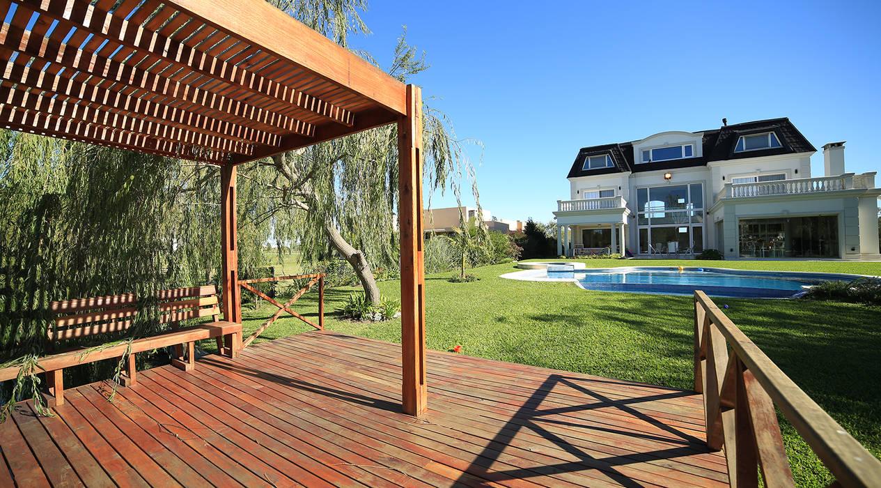 Casa San Eliseo Golf & Country Jardines modernos: Ideas, imágenes y decoración de ARQCONS Arquitectura & Construcción Moderno