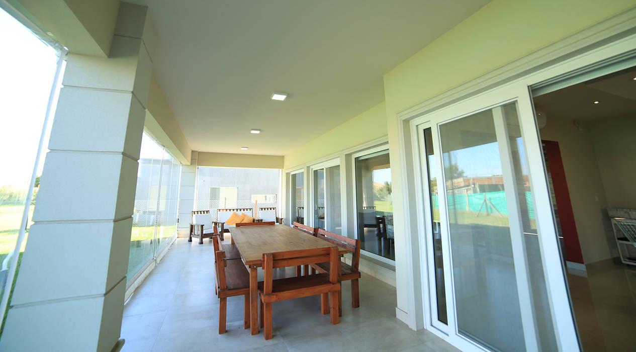 Casa Ayres Plaza: Casas de estilo  por ARQCONS Arquitectura & Construcción,