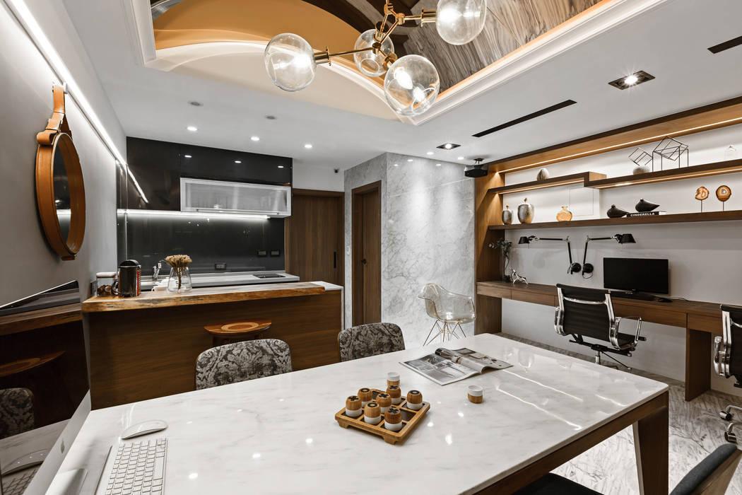 Arbeitszimmer von 京彩室內設計裝修工程公司