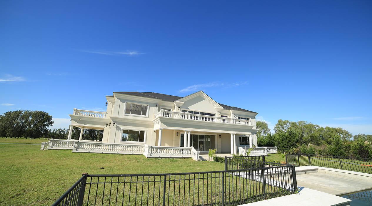 Emprendimiento Chateau Pilar: Casas de estilo  por ARQCONS Arquitectura & Construcción