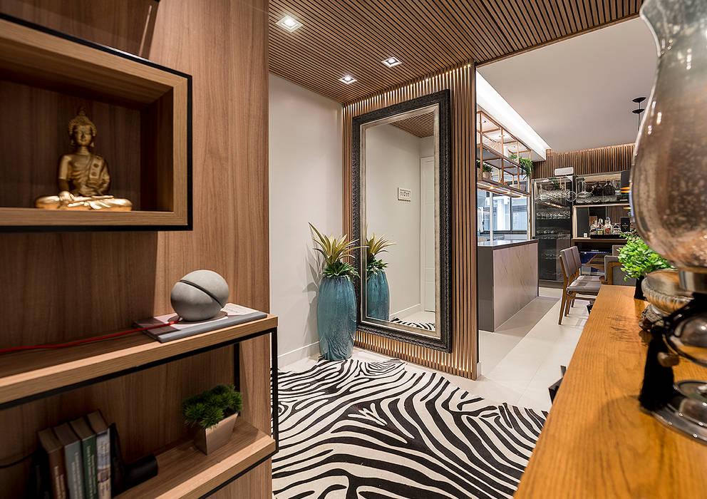Hall de entrada: Corredores e halls de entrada  por Espaço do Traço arquitetura,