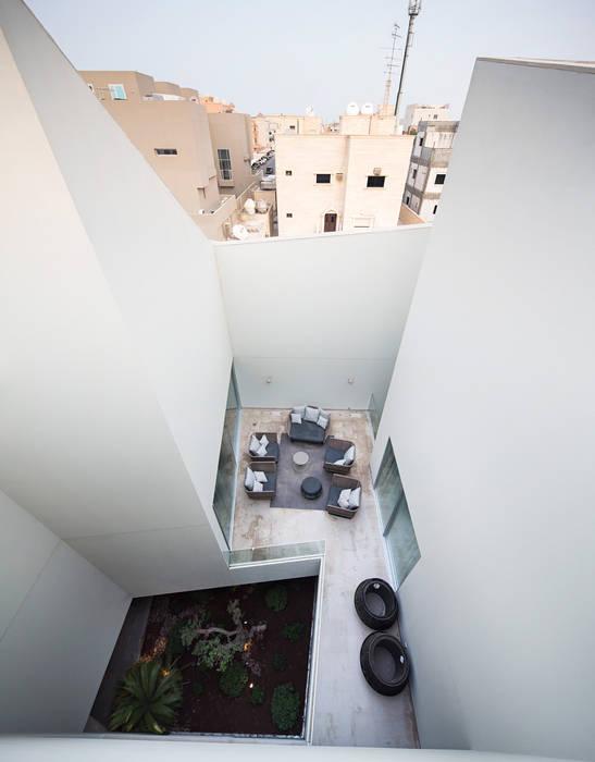 Balcones y terrazas de estilo moderno de AGi architects arquitectos y diseñadores en Madrid Moderno Concreto